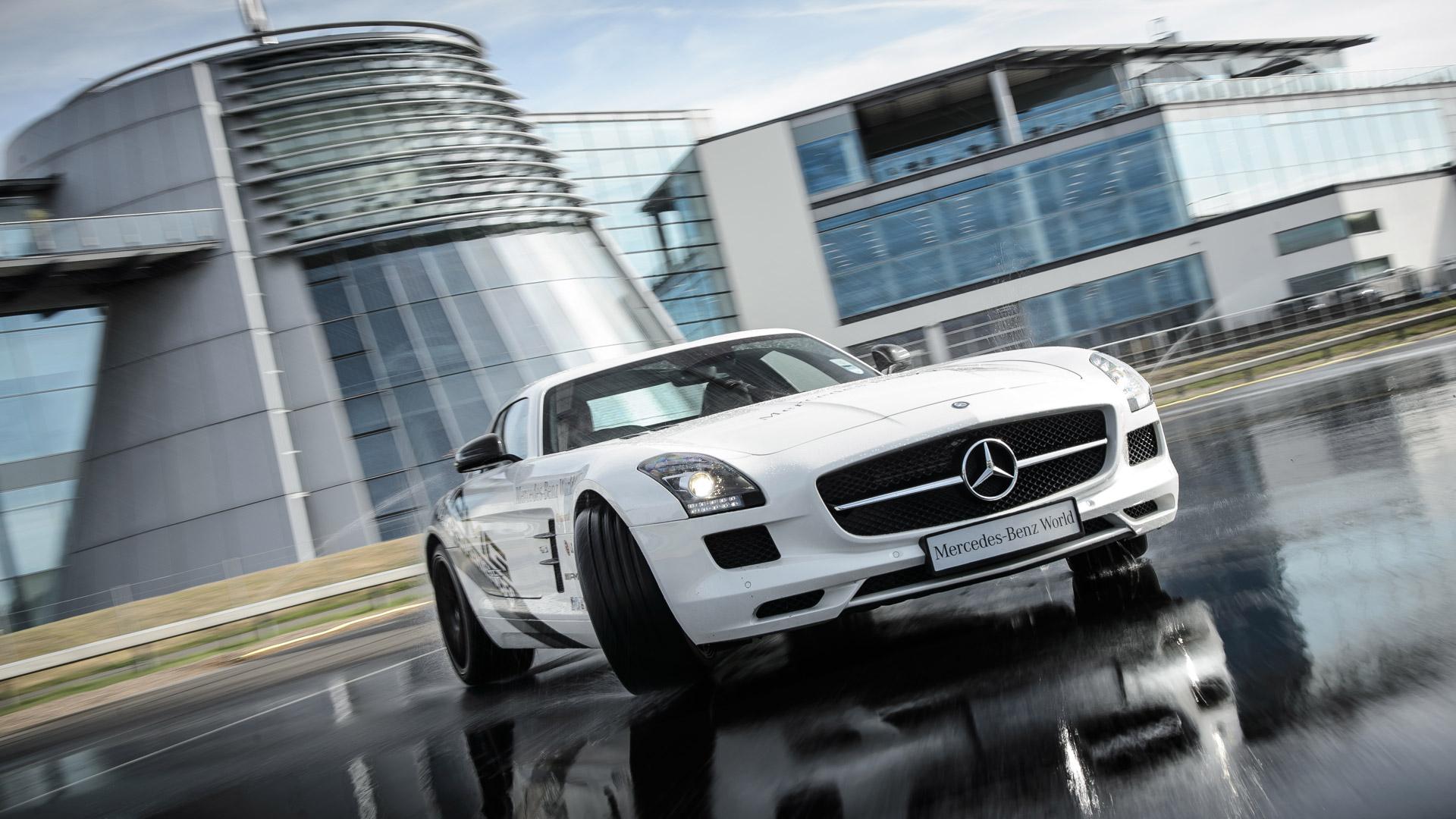 Mercedes benz world maharaja for Mercedes benz brooklands